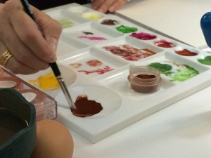 Laurence Peirson mixing egg tempera. Photo by Beth Stone.