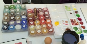Laurence Pierson's palette looks like a jewel box. Photo by Beth Stone.
