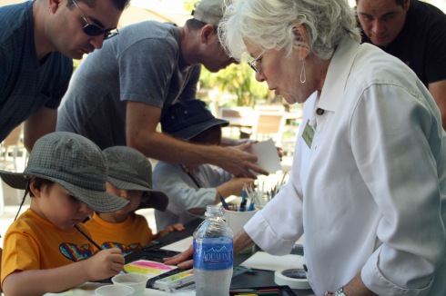 Gilly Shaeffer assisting exhibition visitors who are trying their hand at botanical art in watercolor. Photo by Lori Vreeke, © 2015.