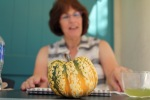 Diane Daly demonstrating botanical art with a fall squash. Photo by Lori Vreeke, © 2015.