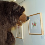 The Zoo bear sniffed each painting in the exhibition. Photo by Lori Vreeke, © 2015.