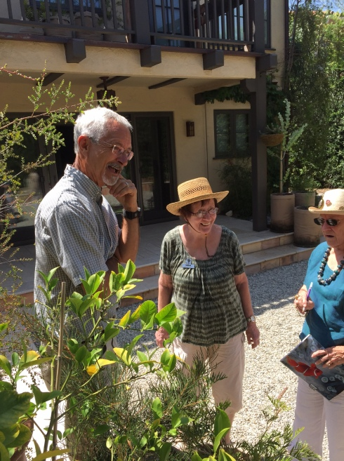 BAGSC members Steve Hampson, Rita Hopper and Leslie Walker discuss an interesting specimen in the back yard. Photo by Clara Josephs, © 2016.